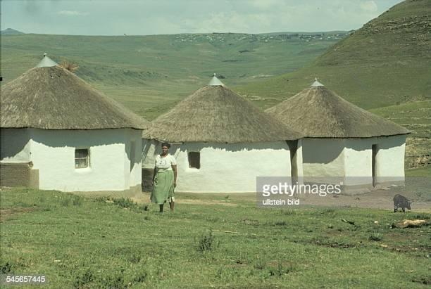 Rondawels - Rundhütten der Xhosas imehemaligen Homeland Transkei- 1990