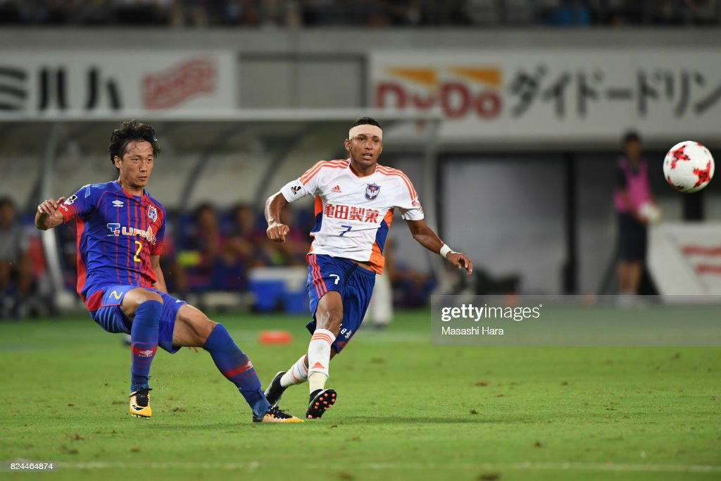 Ronielson Da Silva Barbosa of Albirex Niigata and Sei Muroya of Fc Tokyo compete for the ball during the J.League J1 match between FC Tokyo and Albirex Niigata at Ajinomoto Stadium on July 30, 2017 in Chofu, Tokyo, Japan.