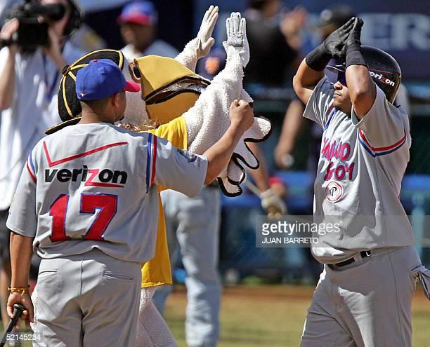 Ronnie Bellard de Aguilas del Cibao de Republica Dominicana es felicitado tras batear un home run contra Tigres de Aragua de Venezuela en los juegos...