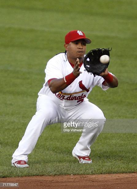 Ronnie Belliard the St. Louis Cardinals catches a line drive against the Pittsburgh Pirates at Busch Stadium on September 2, 2006 in St. Louis,...