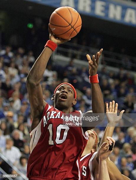Ronnie Brewer of the Arkansas Razorbacks shoots against the Kentucky Wildcats during the SEC game January 29,2006 at Rupp Arena in Lexington,...