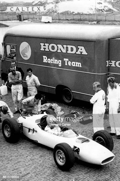 Ronnie Bucknum Honda RA271 Grand Prix of the Netherlands Circuit Park Zandvoort 21 July 1964 Ronnie Bucknum in the brand new Honda RA271 in Zandvoort