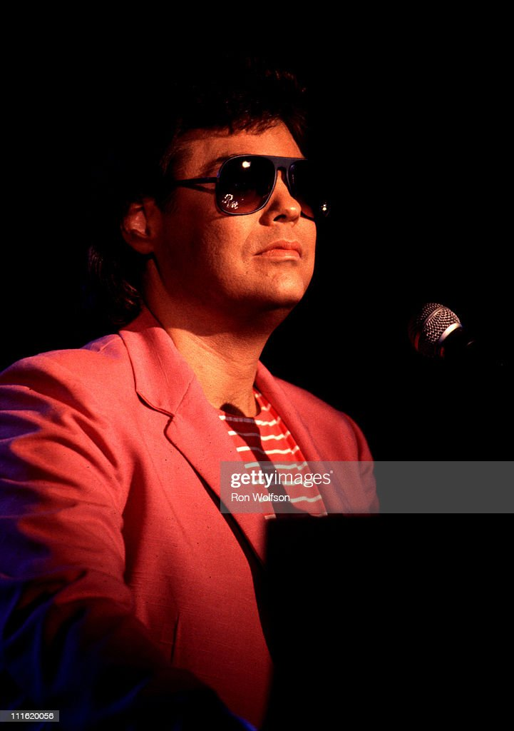 """Ronnie Milsap performs on """"Solid Gold"""""""