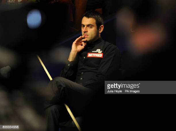 Ronnie O'Sullivan watches Stuart Bingham in action during the Betfredcom World Snooker Championship at The Crucible Theatre Sheffield