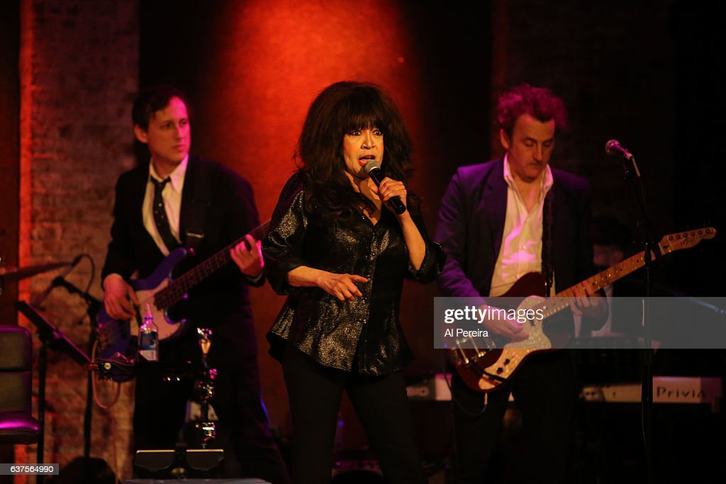 ronnie spector performs her best christmas party ever holiday show at city winery - The Best Christmas Party Ever