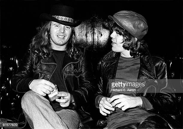 Ronnie Van Zant from Lynyrd Skynyrd and David Johansen posed at a party for Lynyrd Skynyrd at Nathans in New York on October 23 1976