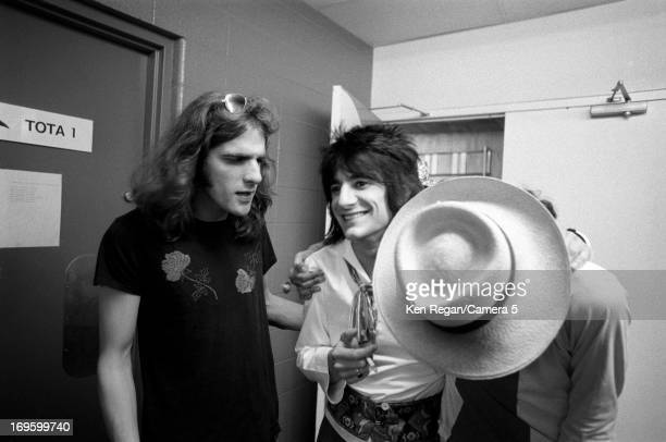 Ronnie Wood of the Rolling Stones is photographed backstage in June 1975 in San Antonio Texas CREDIT MUST READ Ken Regan/Camera 5 via Contour by...