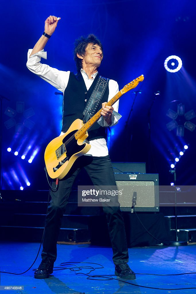 Ronnie Wood performs on stage with James Bay at O2 Academy Brixton on September 30, 2015 in London, England.