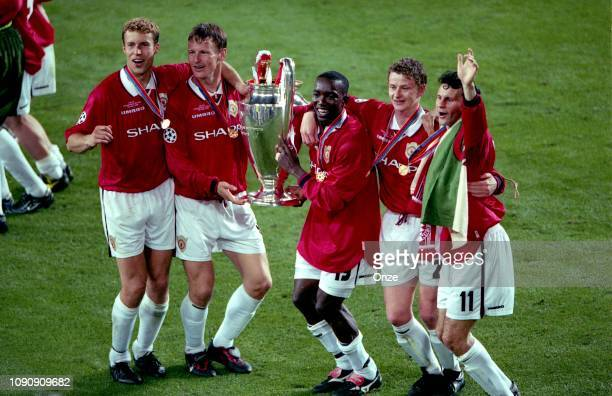 Ronny Johnsen Teddy Sheringham Dwight Yorke Ole Gunnar Solskjaer and Ryan Giggs celebrates the victory during the UEFA Champions league final match...