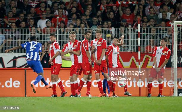 Ronny of Hertha scores his team's second goal with a free kick during the Second Bundesliga match between 1FC Union Berlin and Hertha BSC Berlin at...