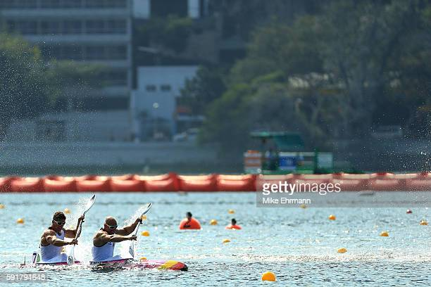 Ronny Rauhe and Tom Liebscher of Germany compete during the Men's Kayak Double 200m Final at the Lagoa Stadium on Day 13 of the 2016 Rio Olympic...