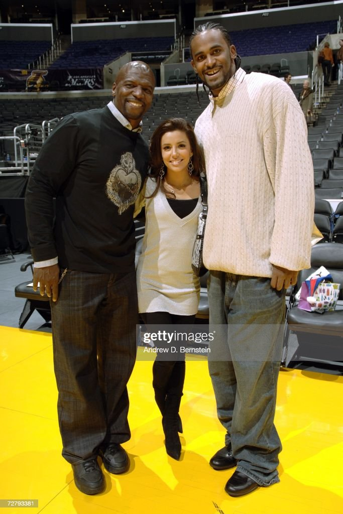 Ronny Turiaf (R) #21 of the Los Angeles Lakers poses with actress Eva Longoria (C) and actor Terry Crews (L) after the Lakers played against the San Antonio Spurs on December 10, 2006 at Staples Center in Los Angeles, California.
