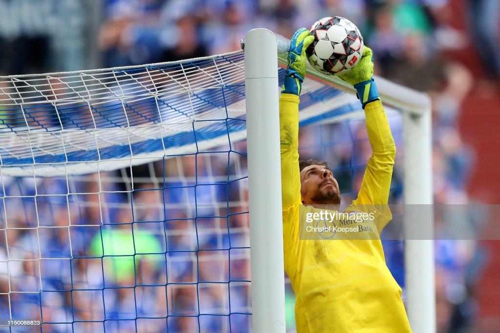 DEU: FC Schalke 04 v VfB Stuttgart - Bundesliga