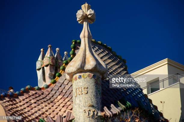 roof of the casa batllo in barcelona february 04, 2019 - casa stock-fotos und bilder