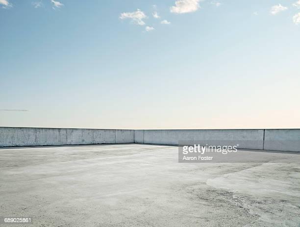roof top parking lot - 屋根 ストックフォトと画像