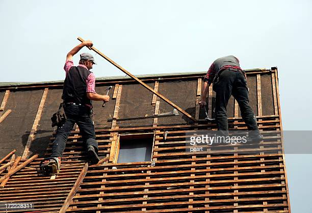 roofer in action