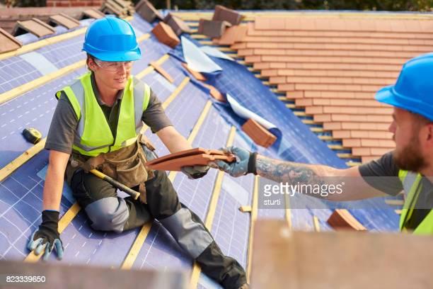 roofing teamwork