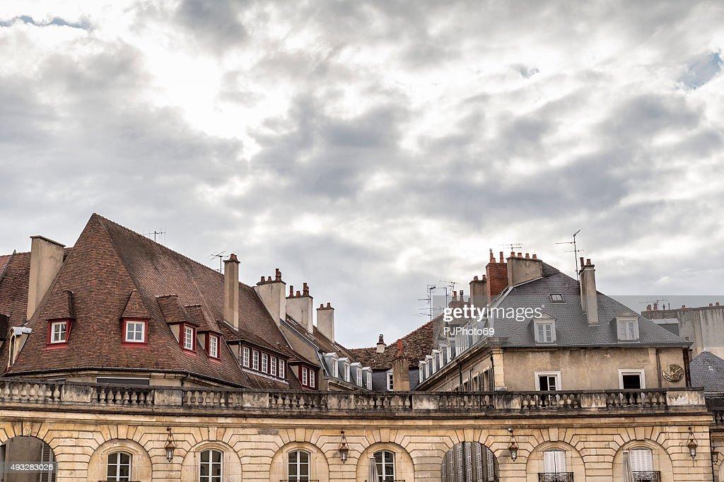 Telhados na Place de la Libération-Dijon : Foto de stock