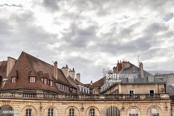 techos en lugar de la libération de dijon - pjphoto69 fotografías e imágenes de stock
