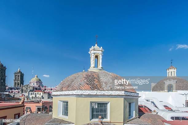 roofs of buildings, puebla city, puebla, mexico - centro storico foto e immagini stock