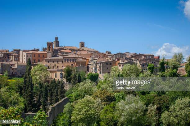 roofs of monalcino - モンタルチーノ ストックフォトと画像