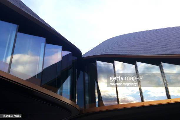 rooftop facade - stevebphotography stock pictures, royalty-free photos & images