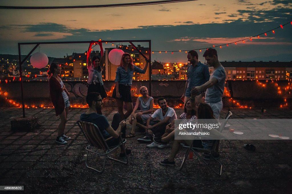 party Momente auf dem Dach : Stock-Foto