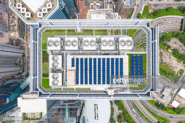 rooftop solar system in hong kong - fornecimento de energia imagens e fotografias de stock