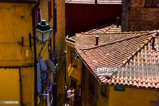 rooftops and houses with washing  in porto - sergio amiti stock pictures, royalty-free photos & images