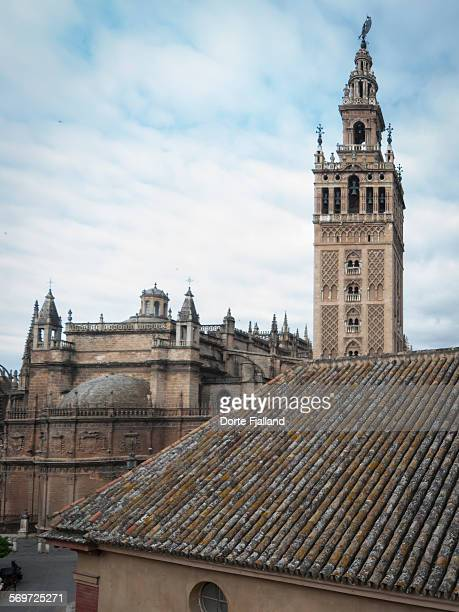 rooftops and la giralda - dorte fjalland stock pictures, royalty-free photos & images