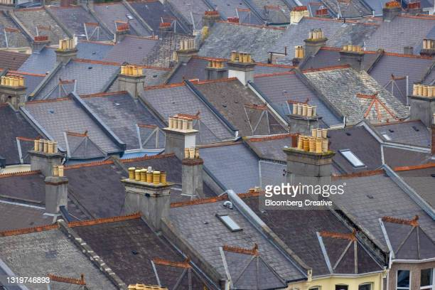 rooftops of terraced houses - house stock pictures, royalty-free photos & images