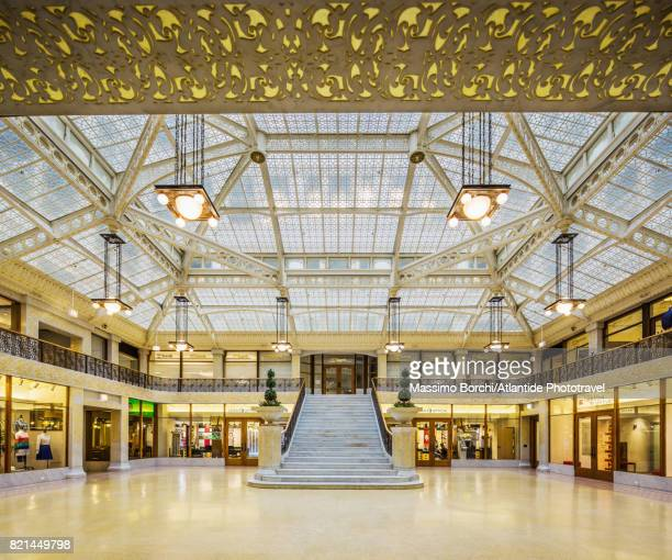 rookery building, the light court - rookery chicago stock pictures, royalty-free photos & images