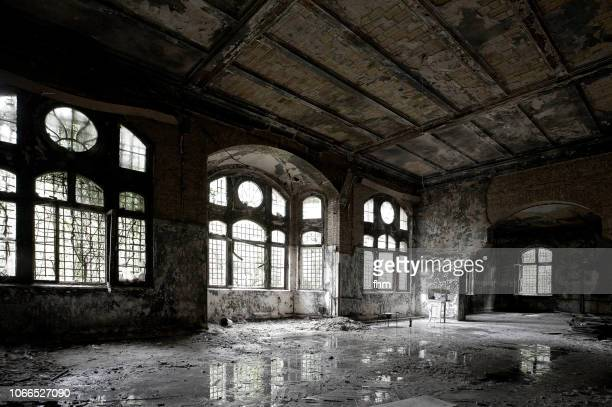 room in a very bad condition in an abandoned building - old ruin stock pictures, royalty-free photos & images