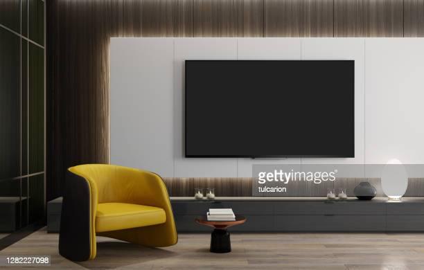 壁パネルの後ろにledライトが付くフラットテレビ付きの8kテレビルームモダンミニマリストリビングルーム - insight tv ストックフォトと画像