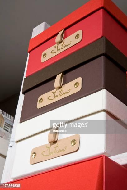 Camera guardaroba scatole
