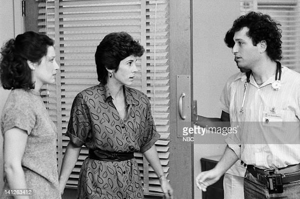 ST ELSEWHERE A Room with a View Episode 3 Pictured Christine Healy as Katie Ewell Kathleen Lloyd as unknown Howie Mandel as Dr Wayne Fiscus Photo by...