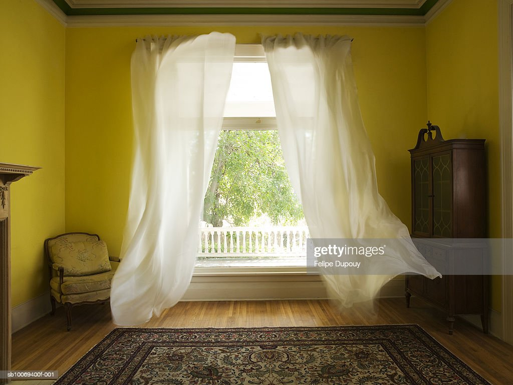 Room with curtains billowing at open window : Stock-Foto