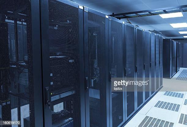 Quarto com rede de servidores em data center