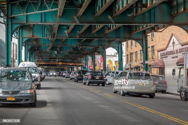 roosevelt avenue under the rail track - queens new york city stock pictures, royalty-free photos & images