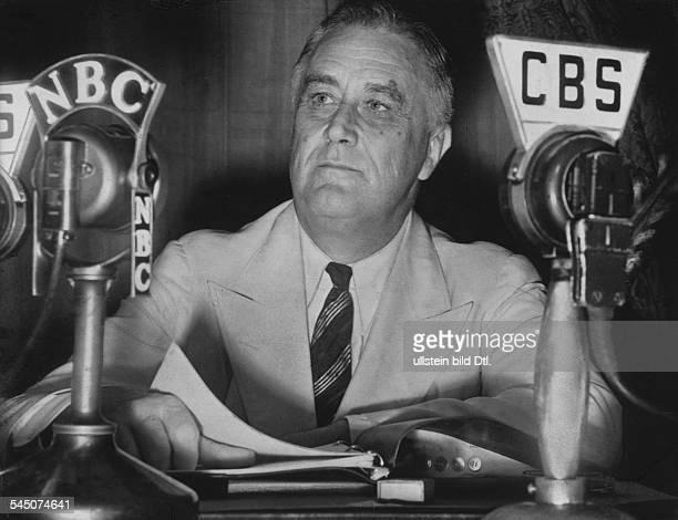 Roosevelt Franklin Delano *30011882Politiker USA Demokraten32 Präsident 19331945Porträt während Rundfunkansprache 1939