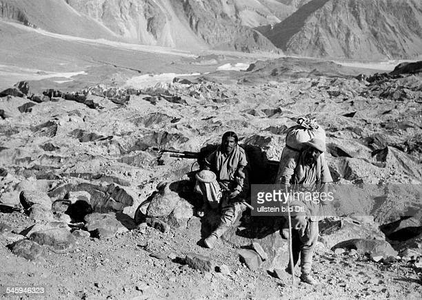 Roosevelt Theodore sons James Simpson Roosevelt Field Museum Expedition to Central Asia Two of the bearers on the edge of the BaturaGlacier in...
