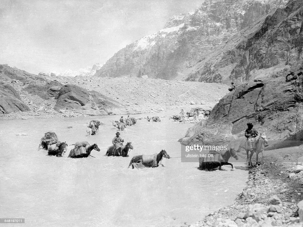 Roosevelt Theodore, sons:  James Simpson Roosevelt Field Museum (hunting)Expedition to Central Asia (Theodore R. jr. and Kermit R.):  Pack animals of the expedition fording the Shyok-River (Pamir) 1925  Wide World Photo : News Photo
