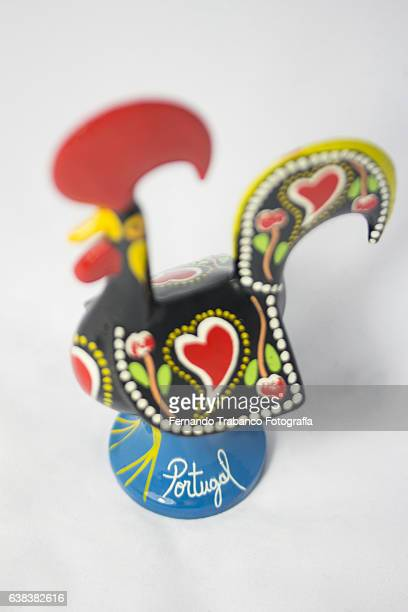 rooster from portugal (souvenir of portugal) - galo de barcelos imagens e fotografias de stock