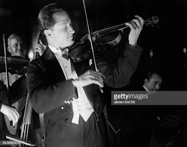 Roosz Emil Musician Conductor Germany*310718971945 playing violin Photographer Curt Ullmann Published by 'Hier Berlin' 35/1937Vintage property of...