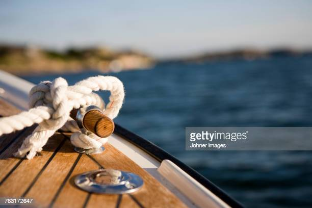 rope tied up on boat - watervaartuig stockfoto's en -beelden