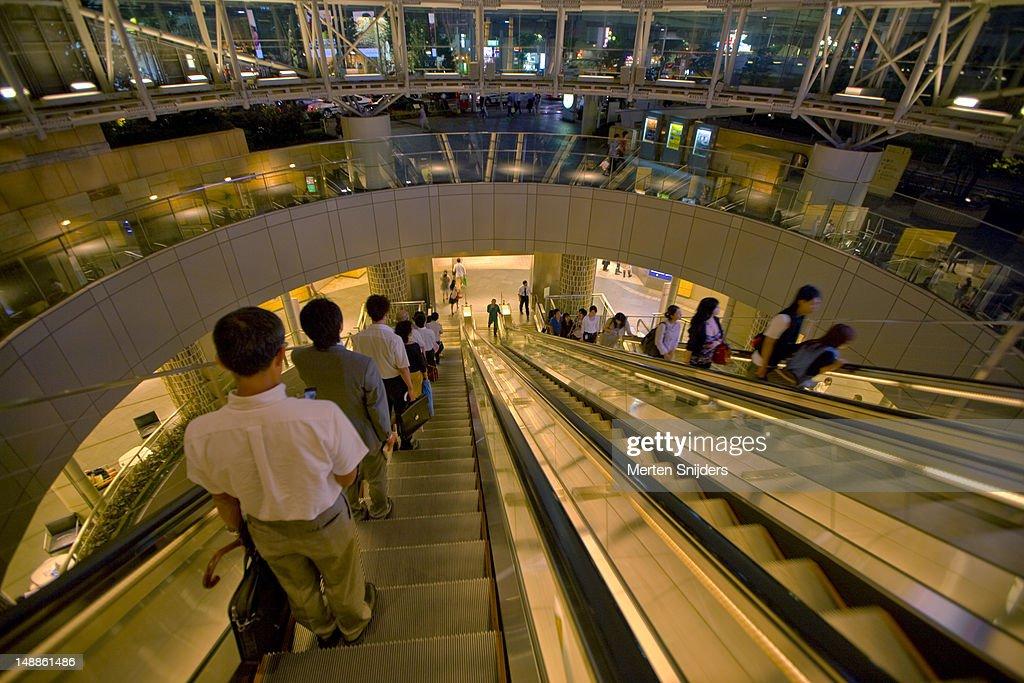 Roppongi Hills pedestrian escalators. : Stockfoto
