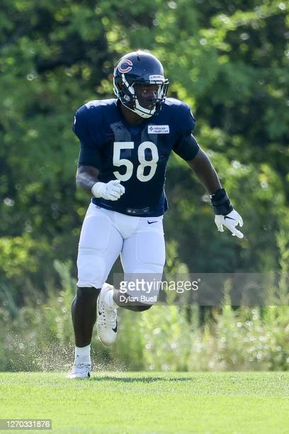 Roquan Smith of the Chicago Bears participates in a drill during training camp at Halas Hall on September 02, 2020 in Lake Forest, Illinois.
