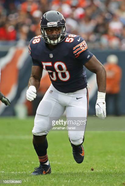 Roquan Smith of the Chicago Bears rushes against the Tampa Bay Buccaneers at Soldier Field on September 30, 2018 in Chicago, Illinois. The Bears...