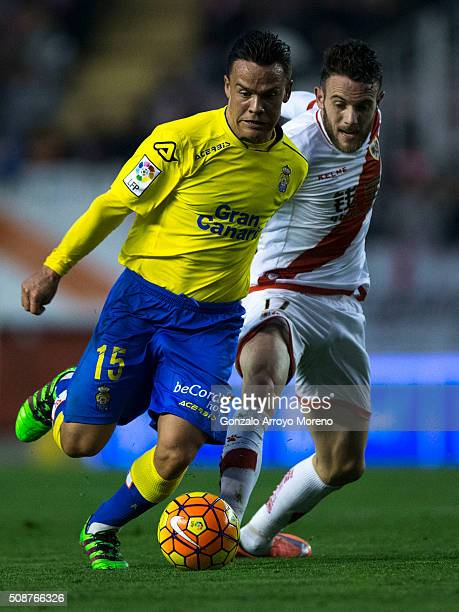 Roque Mesa of UD Las Palmas competes for the ball with Joaquin Jose Marin alias Quini of Rayo Vallecano de Madrid during the La Liga match between...