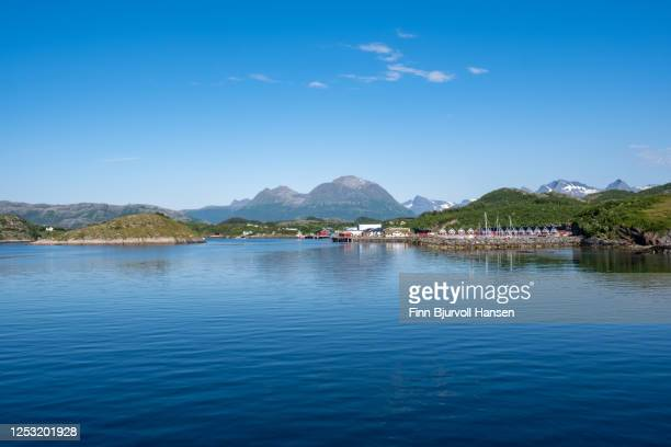 rorbu, typical small fishingcabins at luroy in northern norway - finn bjurvoll stock pictures, royalty-free photos & images